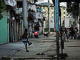 diaporama pps Enfants d'une favela de Rio s'amusent